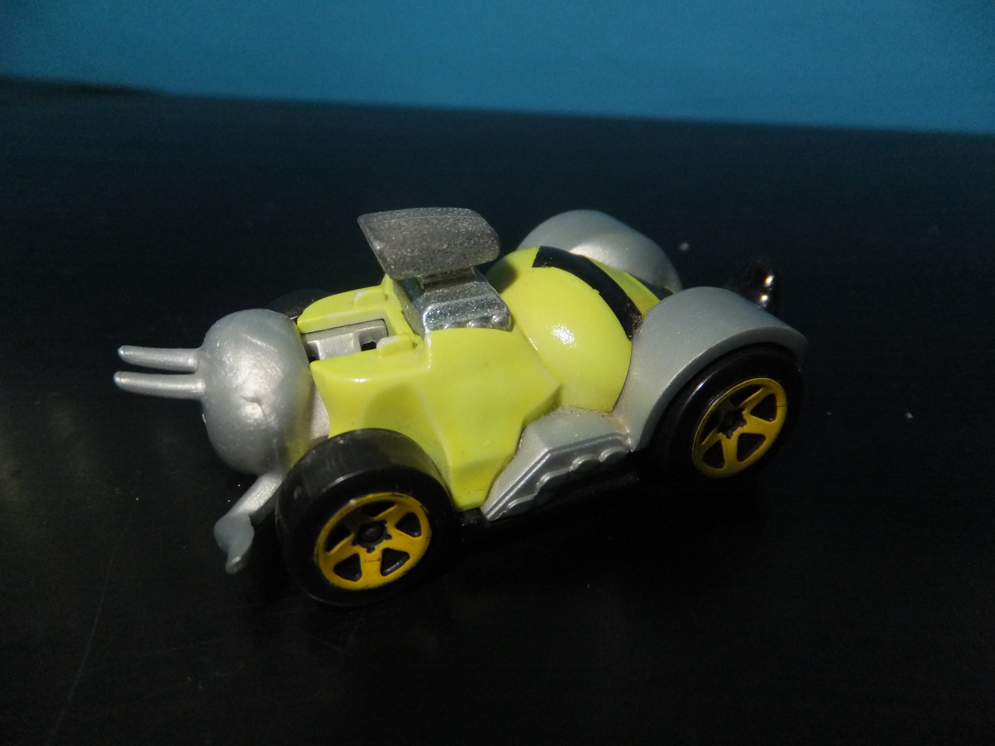 Hot Wheel Color Shifters Bee Vehicle Picture