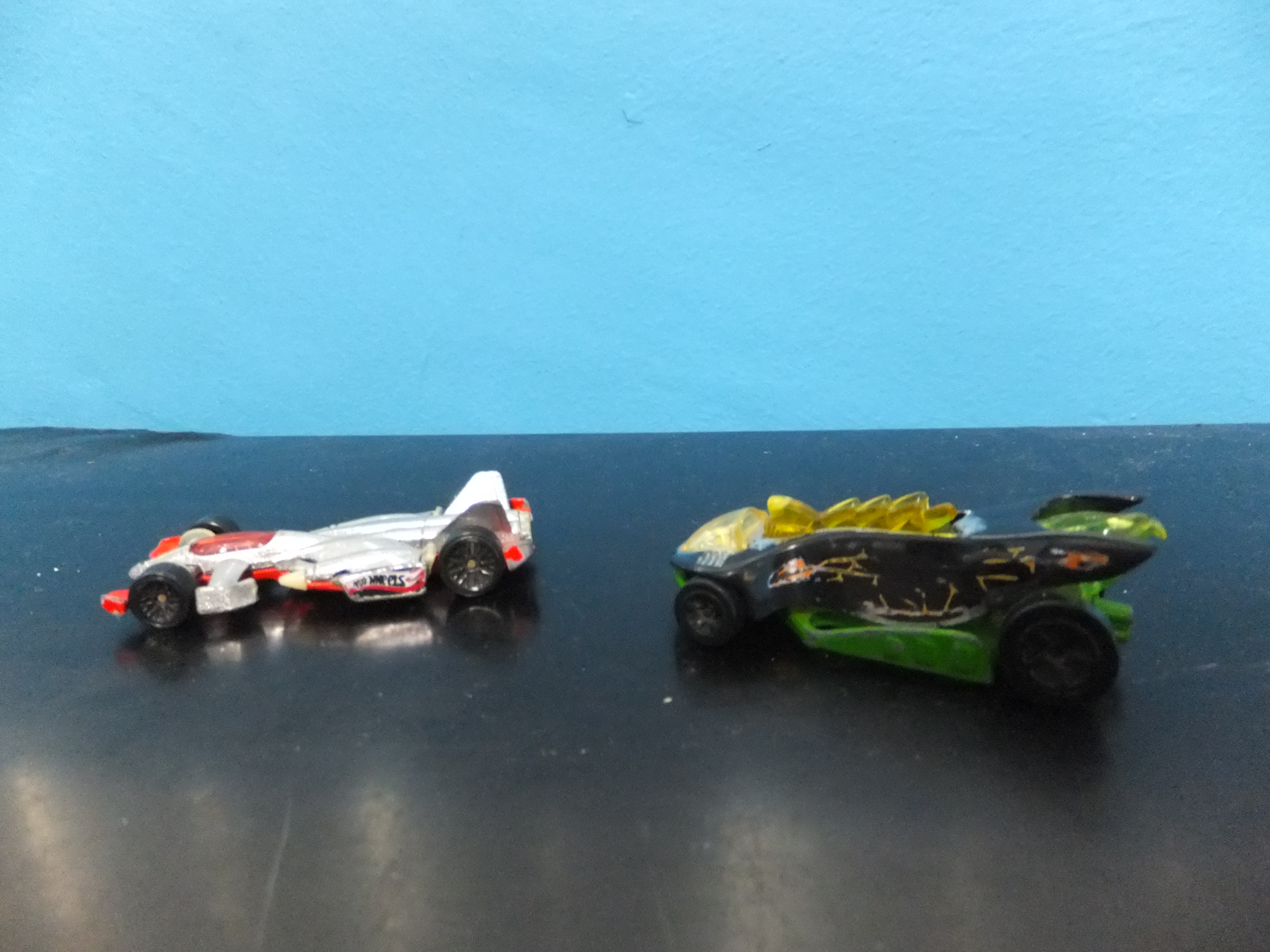 Hot Wheels Racing Cars-Assorted Picture